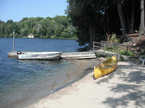 Sunny Point Resort, Cottages & Inn: private beach