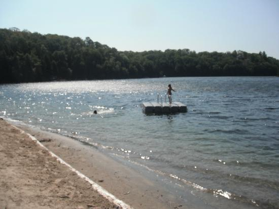 Sunny Point Resort, Cottages & Inn : Beach