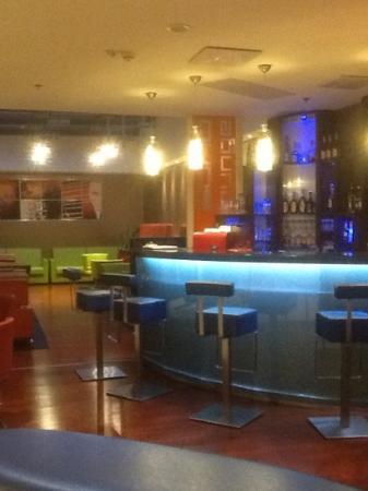 Soho Boutique Hotel: bar. 