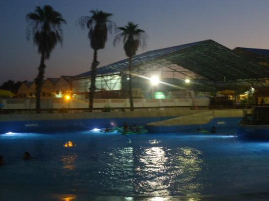 Schlitterbahn Beach Waterpark : At dusk....well lit