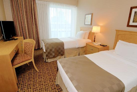 Landis Hotel & Suites: Deluxe suite with 2 twin beds