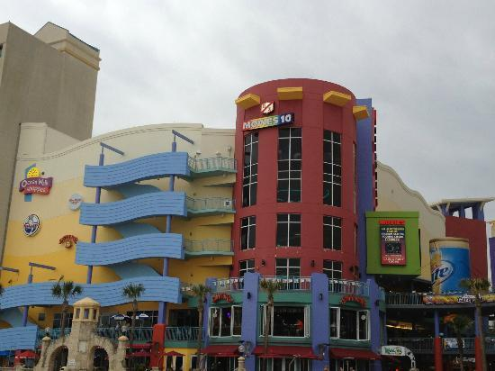Wyndham Ocean Walk: Shops and Restaurants