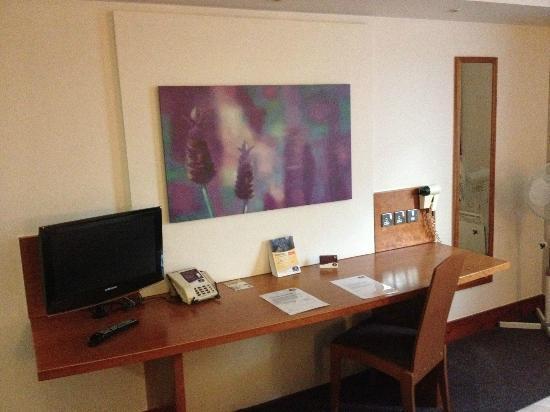 Premier Inn Poole North Hotel : Escritorio