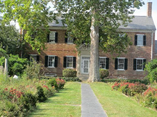 Entrance to Chatham House through the gardens - Picture of Chatham ...