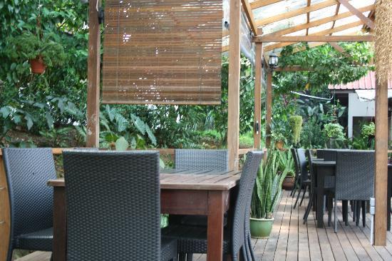 باساجا هوليداي ريزيدنس: Nice place to eat 