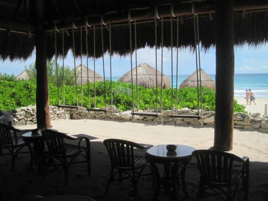 Valentin Imperial Maya: beach bar