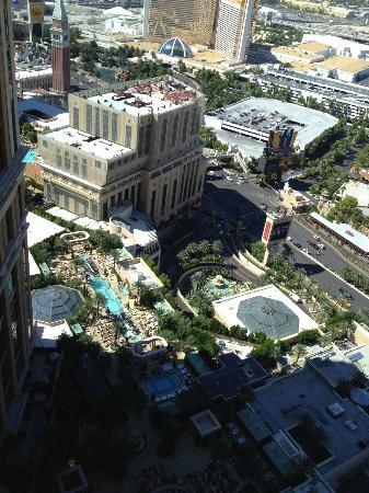 The Palazzo Resort Hotel Casino: This view made it easy to pick our chairs before we went down :)