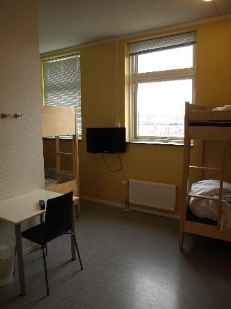 Bodo Youth Hostel: 8 bunk room.