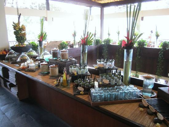 Hanging Gardens of Bali: Breakfast
