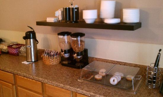 Spinning Wheel Inn: Breakfast counter