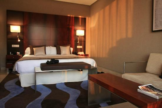 Hotel Miramar Barcelona: hotel room is spacious