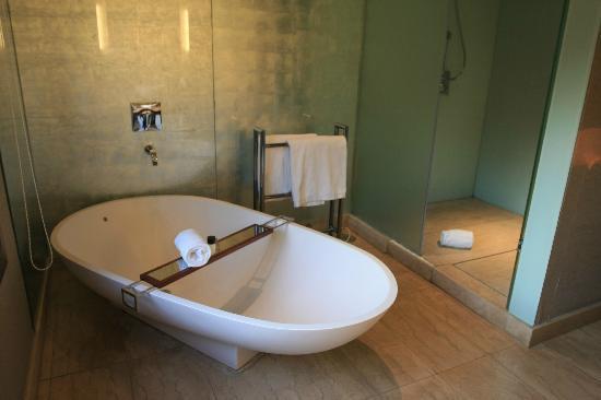 Hotel Miramar Barcelona: free standing bath tub