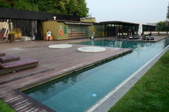 Pool picture of hotel miramar barcelona barcelona for Pool show barcelona