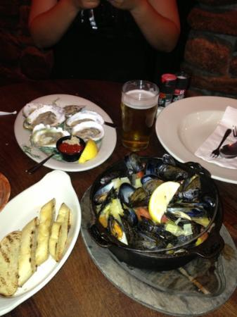 Offshore Ale Company : oysters and mussels.