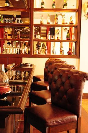Sofitel Krabi Phokeethra Golf & Spa Resort : Cocktail bar for cocktail hour