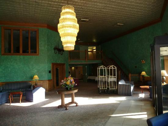 Clare, MI: Newer section foyer