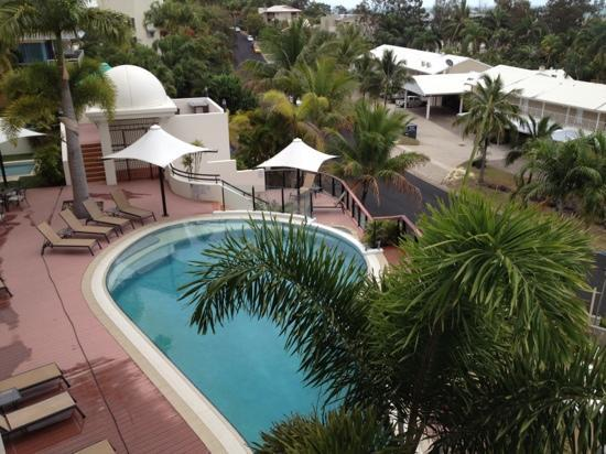 Blue Horizon Resort Apartments: view of pool from 2nd floor