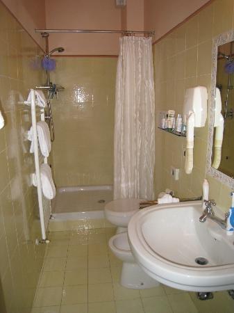 Arti & Hotel: bathroom