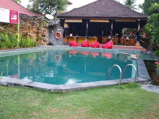 Ida Hotel: the pool