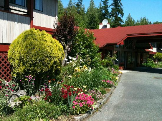 Sequim Bay Lodge: view to the lobby