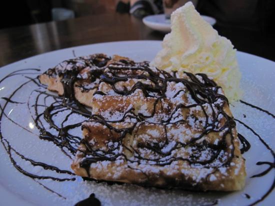 Cafe Madeleine: Waffle
