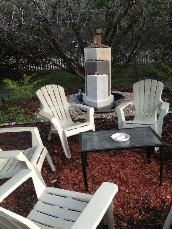 Cypress Creek Cottages: A nice sitting area with fountain