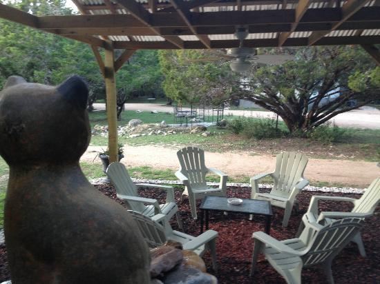Cypress Creek Cottages: Sitting Area with Fountain
