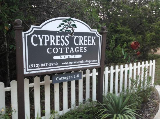 ‪‪Cypress Creek Cottages‬: Sign at entry‬