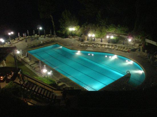 Corfu Holiday Palace: Ночной вид из номера