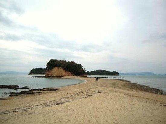 Tonosho-cho, Japan: 1日4時間だけ島と繋がる