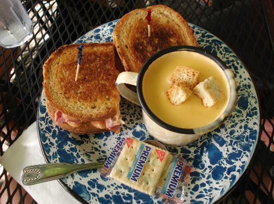 The Courtyard Cafe: Rueben & Beer cheddar soup