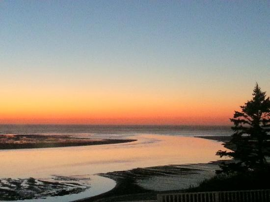 Terimore Lodging by the Sea: Sunset from Room 22