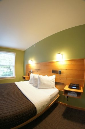 Inn of the White Salmon: Guest rooms are modern, eco-friendly, and renovated.