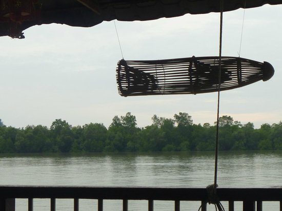 Kajang, Malesia: Seafood restaurant on river...so tranquill