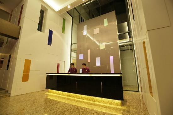 The Brunei Hotel : Hotel reception