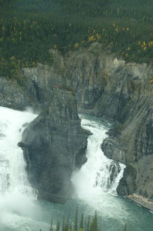Северо-западные территории, Канада: Virginia Falls