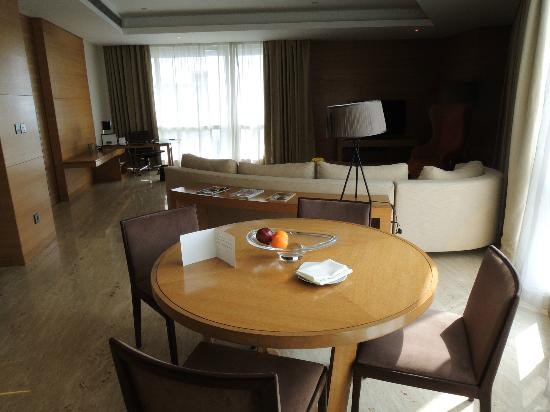 The Westin Mumbai Garden City: living area