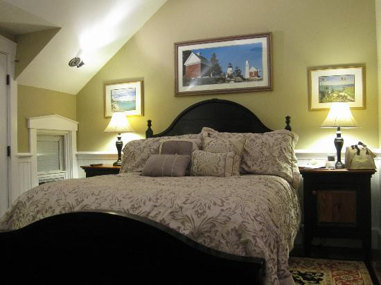 Gazebo Inn Ogunquit: What a bed!