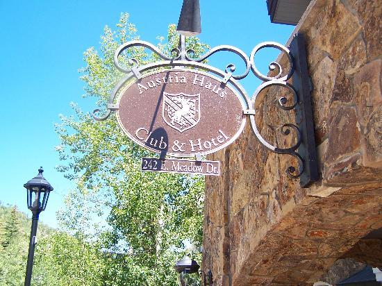 Austria Haus Hotel: Front Sign