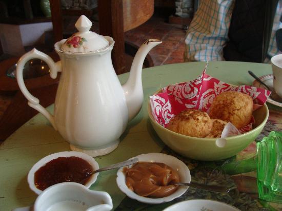 Amada Cafe: TE CON SCONES