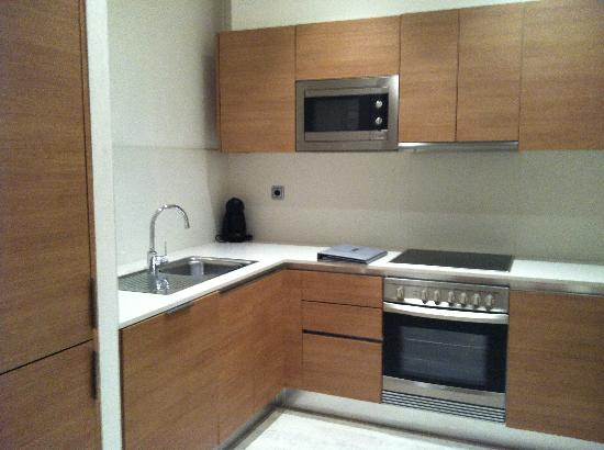 Eric Vökel Boutique Apartments - Gran Vía Suites: fully equipped kitchen