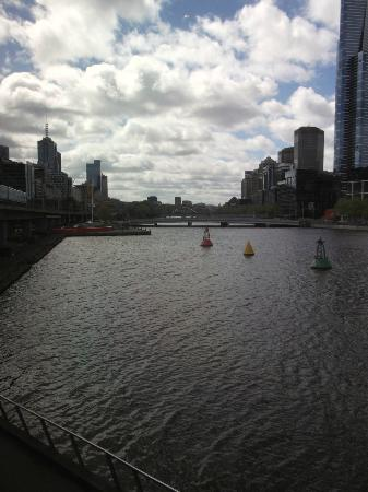 Sea Life Melbourne Aquarium: view of the Yarra River from the aquarium