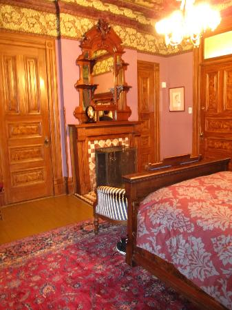 Chateau Tivoli Bed & Breakfast: Our amazing room from the windows