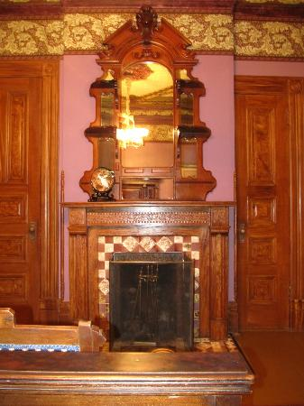 Chateau Tivoli Bed & Breakfast: Beautiful wood work everywhere, and amazing original fireplace