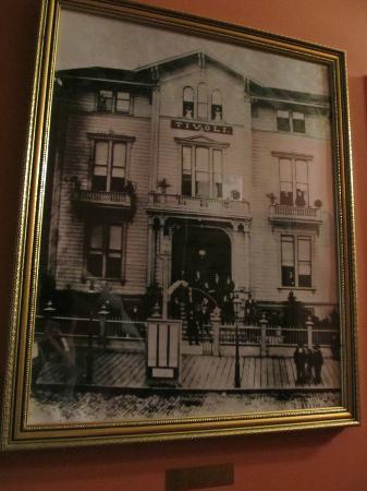 Chateau Tivoli Bed & Breakfast: Tivoli Opera House
