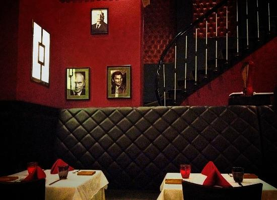 New York Steakhouse: Nice decor with old celebrity pics