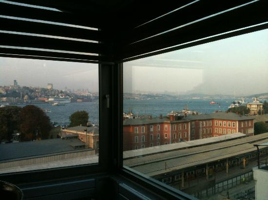 Elanaz Hotel Istanbul: large windows in suite