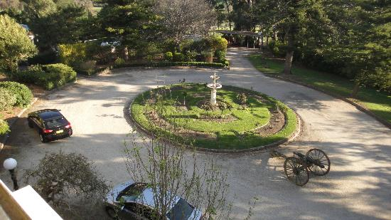 Rupertswood Mansion: Grounds at entrance