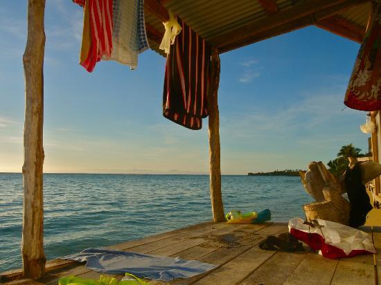 Joelan Beach Fales: Beach front