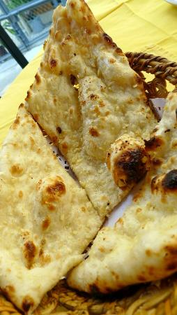 Curry Tiffin: Very good Garlic Naan